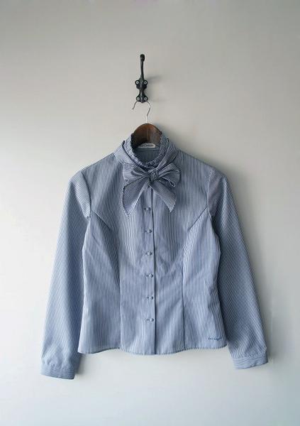 LoisCRAYON(ロイスクレヨン) 古着 リサイクル タイ付きロゴ刺繍ストライプシャツ