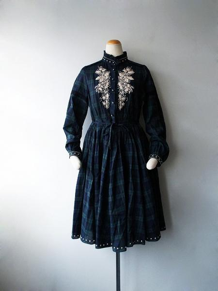 LoisCRAYON(ロイスクレヨン) 古着 リサイクル ブラックウォッチナッツ刺繍ワンピース