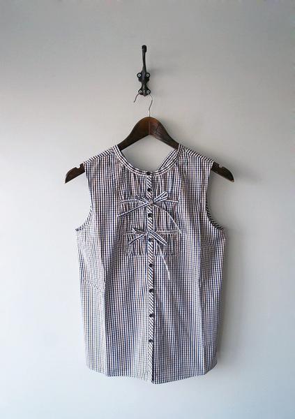 LoisCRAYON(ロイスクレヨン) 古着 リサイクル ロゴ刺繍ノースリーブシャツ